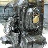 Памятник рюкзаку во дворике географического факультета