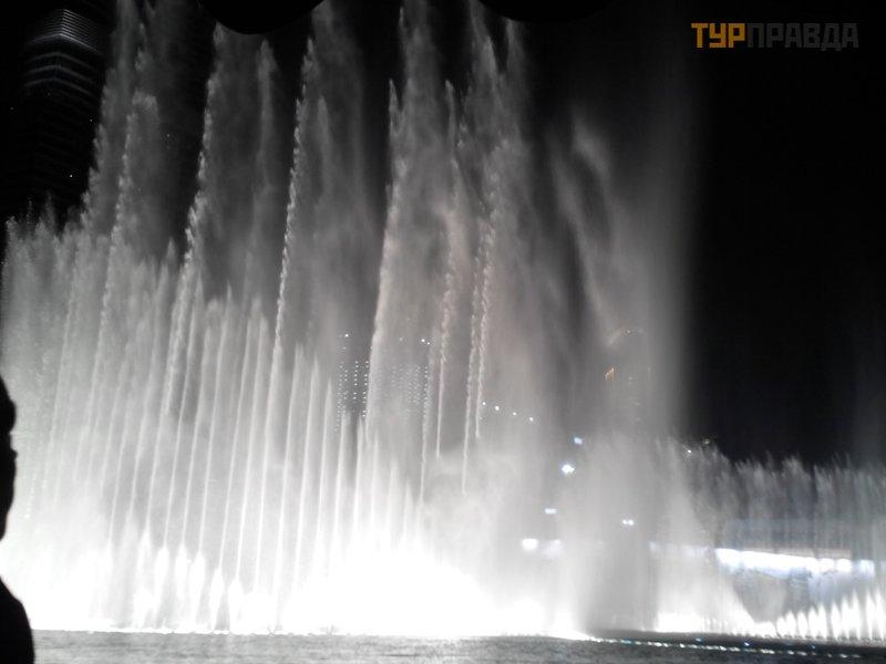 Поющие фонтаны в парке Аль-Маджаз